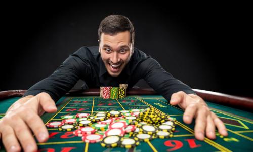 Мужчина решил разогнать скуку и разбогател на 27 миллионов рублей