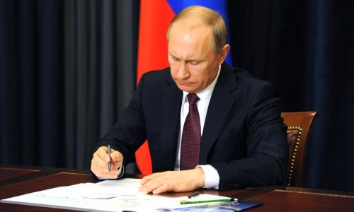 Подписан закон о льготе для пенсионеров с пенсией менее 26 тыс. рублей