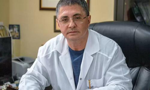 Мясников предостерег от консультаций с врачами перед вакцинацией