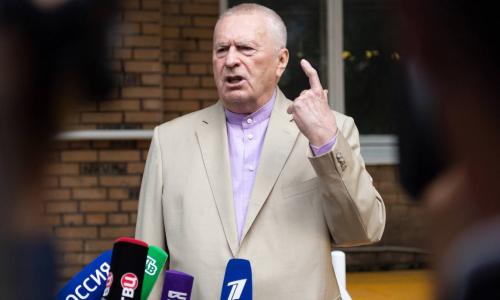 Жириновский попросил не начинать третью мировую до его 80-летия